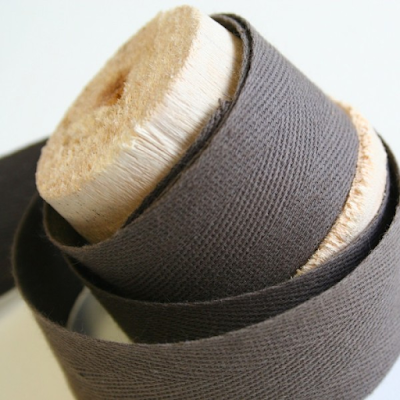 acheter ruban serg de coton marron 32mm roubaix chez tissus papi dilengo. Black Bedroom Furniture Sets. Home Design Ideas