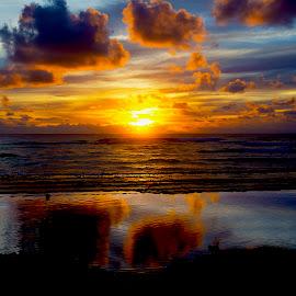 Rising tide by Curt Lerner - Landscapes Beaches ( clouds, beaches, kauai, reflections, beach, sunrise, hawaii )