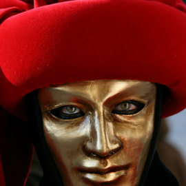 Golden face by Dominic Jacob - News & Events World Events ( venezia, face, carnival, carnevale, venice, mask, gold, golden, venetian )