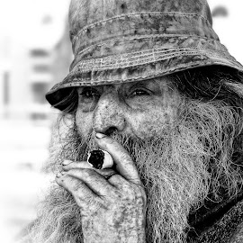 Mr. Nobody by Carlos André Viana - People Portraits of Men ( cigar, old, homeless, street, man )