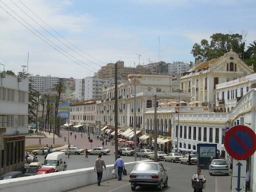Tanger - w tle wszyskie beczki świata