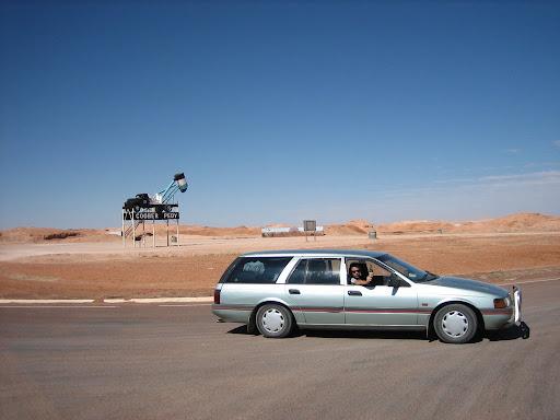 Falcon na środku pustyni - Coober Peddy