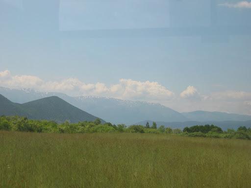 Górzyste okolice pogranicza, najwyższy szczyt w pobliżu ma 2600 m.