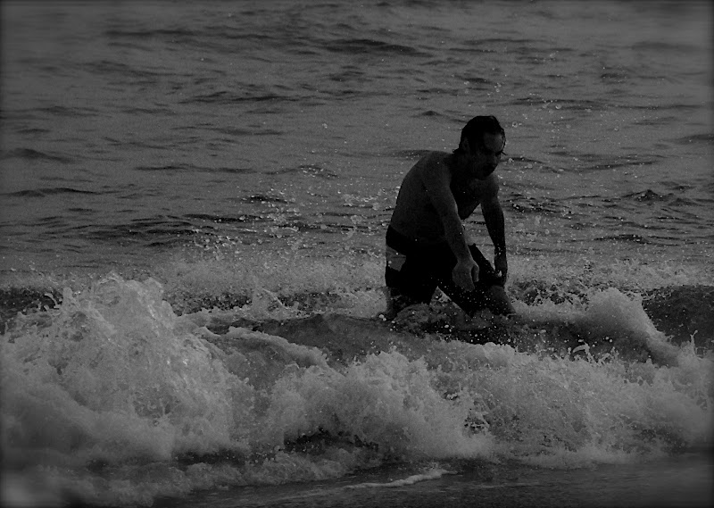 Jason skimboarding session #07 black & white