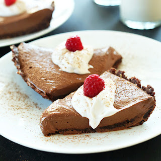 6 Ingredient Vegan Chocolate Silk Pie