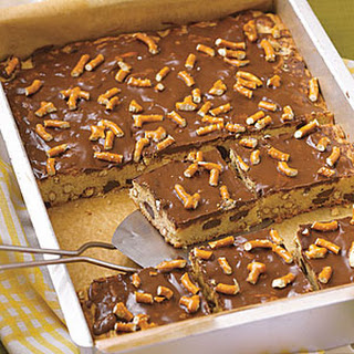 Chocolate Chip-Pretzel Blondies