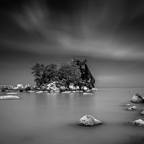 by Kelvin Zyteng - Black & White Landscapes