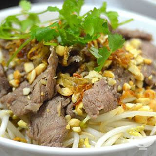Ingredients of Vietnamese Stir Fry Beef with Vermicelli Noodles