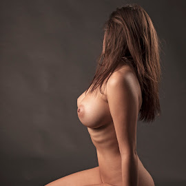act x by Јанус Т. - Nudes & Boudoir Artistic Nude ( studio, girl, nude, color, act )