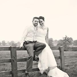 bride and groom by Jessy Jones-Photography - Wedding Bride & Groom ( countryside, vintage, wedding, countryside wedding, bride and groom )