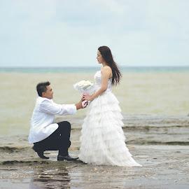 prewedding by Magnet Adv - People Couples ( love, bouquet, prewedding, nice, couples )