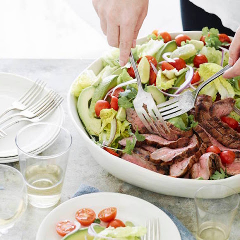 Guacamole Steak Salad