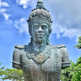 Patung Dewa Wisnu (Garuda Wisnu Kencana) by Hendra Edi Saputra - Buildings & Architecture Public & Historical
