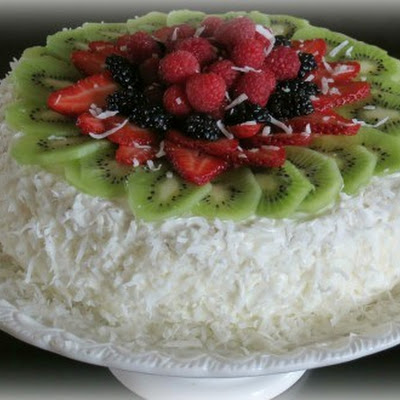Layered Sponge Cake with Fruits