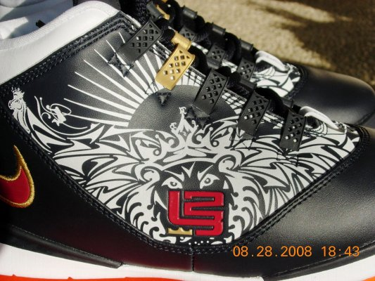 Rare Tattoo Nike Zoom LeBron Soldier II in Mens Size