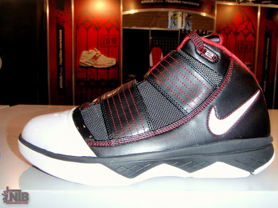 nike zoom soldier 3 gr black white red 1 01 Nike Zoom LeBron Soldier III Black White Red Real Photos
