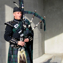 Bagpipes player by João Ascenso - People Musicians & Entertainers ( montreal, bagpipes )
