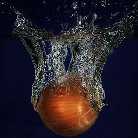 Onion Splash by Troy Wheatley - Food & Drink Fruits & Vegetables ( water, splash, vegetable, onion )