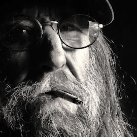 Ed Hall http://flic.kr/p/gCdfU5 by Charles Beyer - People Portraits of Men (  )