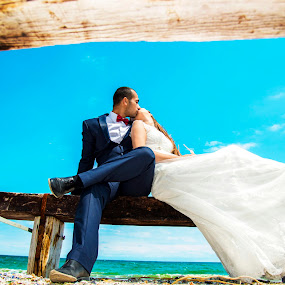 Revealing the love by FIWAT Photography - Wedding Bride & Groom ( kissing, beach, bride and groom, beach wedding )