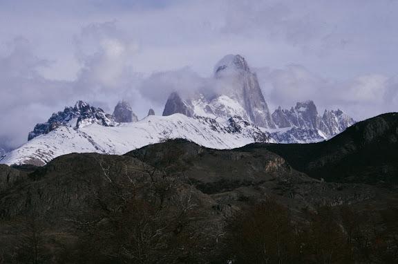 La cima del Fitz Roy tra le nuvole a El Chalten