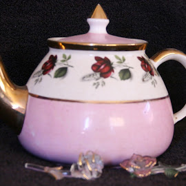 teapot by Debbie Theobald - Artistic Objects Antiques ( teapot, unedited, roses, manual settings, antiques,  )