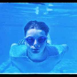 In the pool by Ian McCutcheon - Sports & Fitness Swimming ( underwater, pool, submerged, underwater photography, swimming )