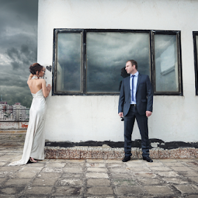 Urban wedding by Nikola  Pejcic - Wedding Bride & Groom ( wedding photography, stormy sky, wedding, wedding dress, bride and groom, white wall )