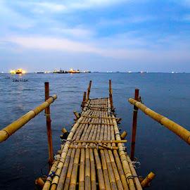 Marunda Beach by Indra Septiawan - Landscapes Beaches ( #jembatan #nelayan #bambu #merunda #jakut )
