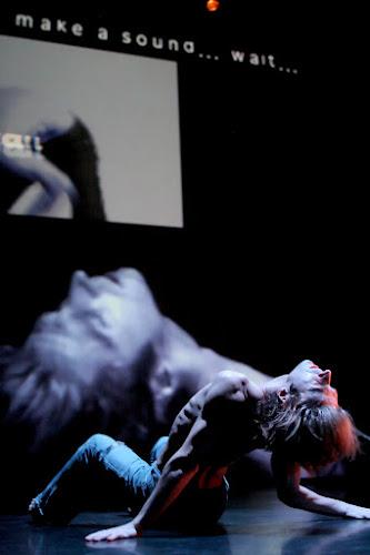 <p> &quot;Gesture4&#39; live improvisation performance with jamie griffiths, stefan smulovitz, viviane houle and noam gagnon.</p>
