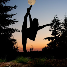 Dancing to the moon by Melissa Applebee - People Musicians & Entertainers