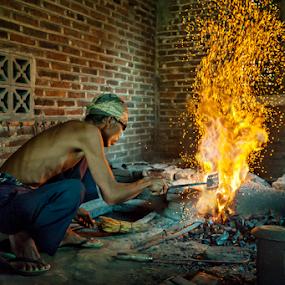 Keris Maker by Mario Wibowo - People Professional People ( studio, yogyakarta, 2014, mario wibowo, kelapa gading, travel, trip, tour, mwp )