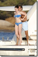 Anne Hathaway biquini