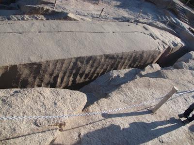 オベリスクの石切り場〜巨大オベリスク