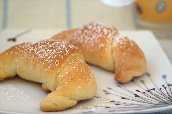 croissants de masa brioche rellenos de limón