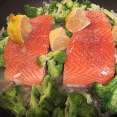 White Wine and Lemon-Steamed Salmon Cooked on Broccoli