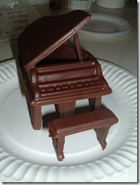 20041123-4 Chocolate piano Clyn earned