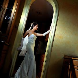nt by Amin Basyir Supatra - Wedding Bride ( love, pose, bali, indoor, prewedding, wedding, white, beauty, bride )