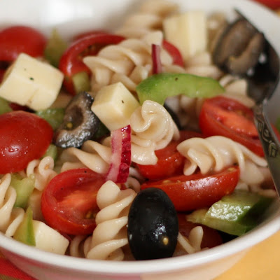 Tangy Pasta Salad with Tomatoes, Peppers and Olives