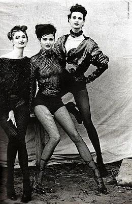 Mulheres usando meia calça