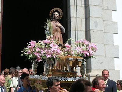 La imagen de San Isidro Labrador saliendo de la capilla de Ntro.Padre Jesús el pasado año 2007. Foto: Pozoblanco News (www.pozoblanconews.blogspot.com)