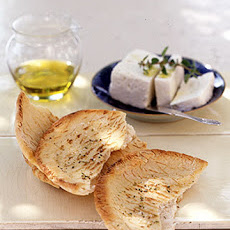 Herbed Pita Toast with Feta Cheese