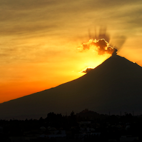 Smoking volcano by Cristobal Garciaferro Rubio - Landscapes Mountains & Hills ( popo, mexico, popocatepetl, smoking volcano )