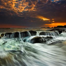Halus Ombak by Choky Ochtavian Watulingas - Landscapes Beaches ( clouds, sunset, wave, seascape, beach, csv, motion, ombak )