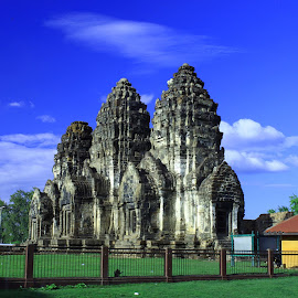 Phra Prang Sam Yot by Sucipto Darmaputra - Buildings & Architecture Statues & Monuments ( temple, ancient, thailand, lopburi,  )