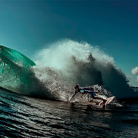 w by Jim Cunningham - Sports & Fitness Surfing