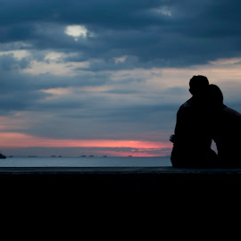 Romance by the bay by Jeremy Mendoza - People Couples ( love, manilabay, sunset, philippines, romance,  )