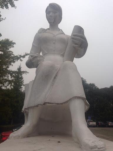 峨眉交大女学霸雕塑