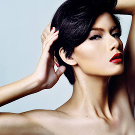 PERFECT BEAUTY by Mark Neto Diaz - People Fashion