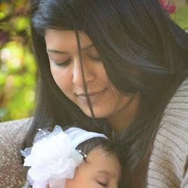 Sleeping Baby Girl by Saurabh Jain - People Maternity